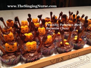 praising pumpkin brownie choir resized w words